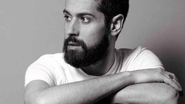 Moisés Nieto, Premio Nacional de la Moda 2017, retratado por Daniel Jambrina. | Foto: Daniel Jambrina.