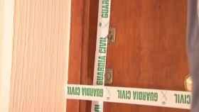 La puerta forzada por el ladrón que encontró el cadáver momificado de Miguel Valdueza.