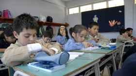 Un grupo de niños en clase.