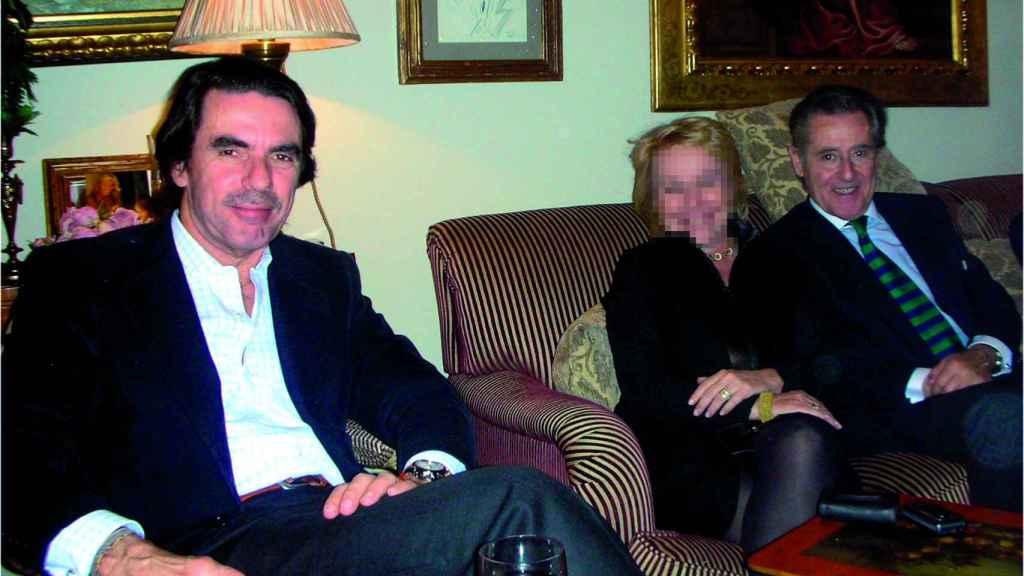 José María Aznar y Miguel Blesa posan juntos para una foto.