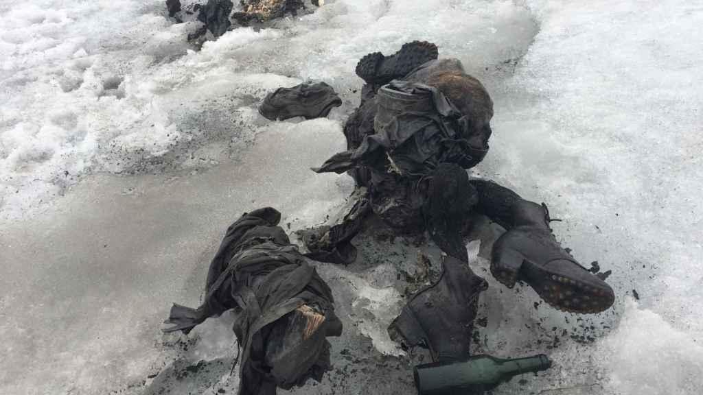 Fotografía cedida por Glacier 3000 que muestra los cuerpos encontrados