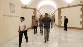 Agentes de la Guardia Civil a su llegada al parlamento de Cataluña para requerir documentación relativa a la investigación que el Tribunal Superior de Justicia de Cataluña.
