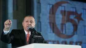 Erdogan, durante un discurso por el primer aniversario del golpe de Estado fallido