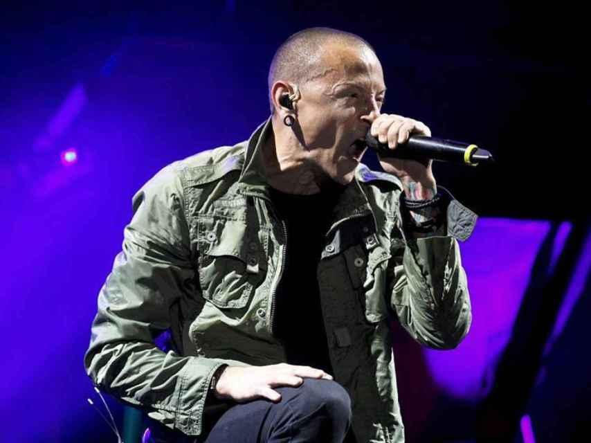 Chester Bennington en pleno concierto con su grupo Linkin Park.