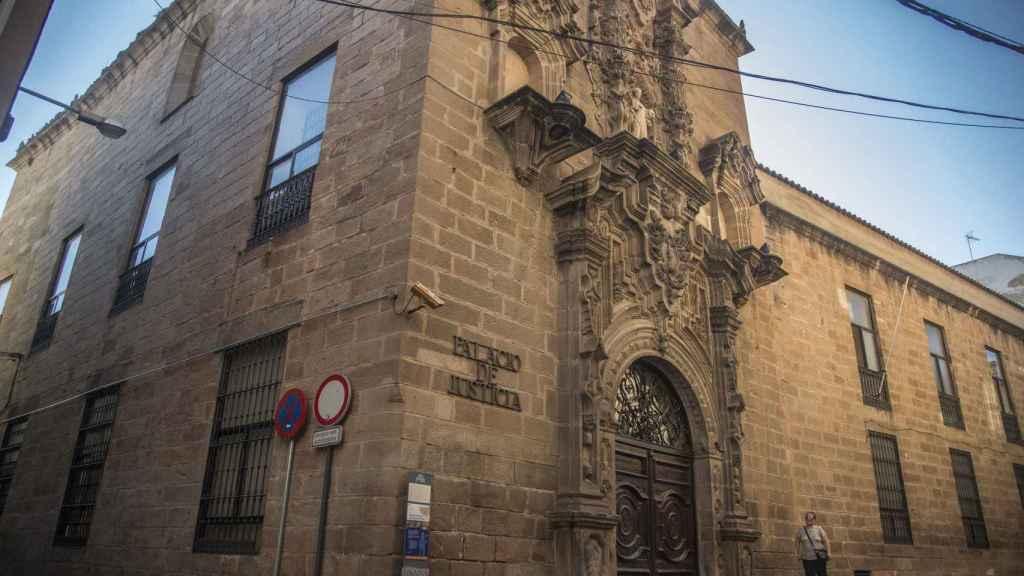 Juzgados de Linares (Jaén), cuyo edificio albergó en la época el Instituto de Bachillerato Huarte de San Juan, donde estudió Miguel Blesa.