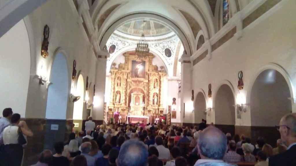 El funeral de Blesa, en Linares, lleno de gente de la localidad.