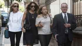 La viuda de Miguel Blesa llega a la misa funeral celebrada en Linares