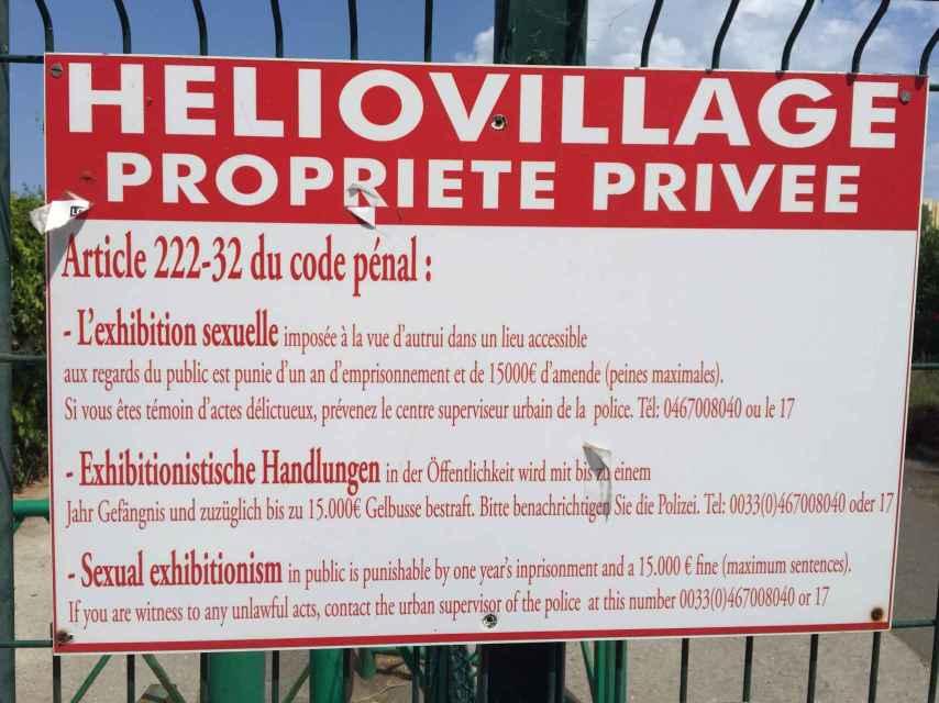 Los carteles en Heliópolis advierten de que practicar sexo en público se sanciona con 15.000 euros. Pocas normas se respetan tan poco.