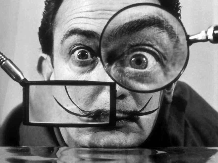 Salvador Dalí, un icono entre dos banderas.
