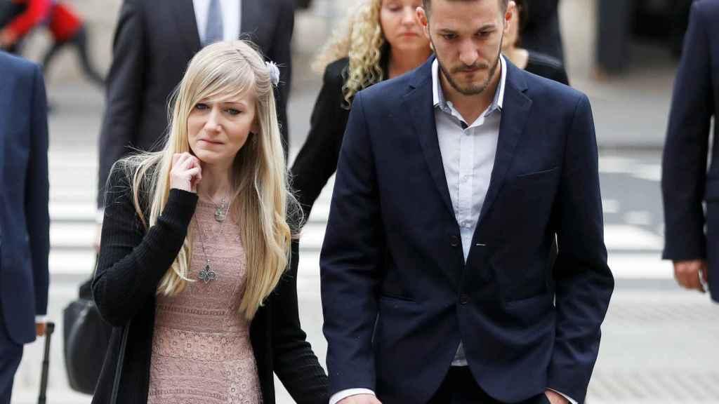 Los padres del bebé británico Charlie Gard a su llegada a los juzgados.