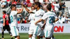 Los jugadores del Madrid celebran el gol de Casemiro