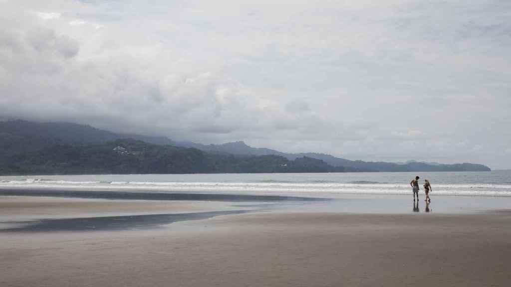 Una de la playas más bonitas del Parque Nacional marino Ballena es la de Bahía Uvita.