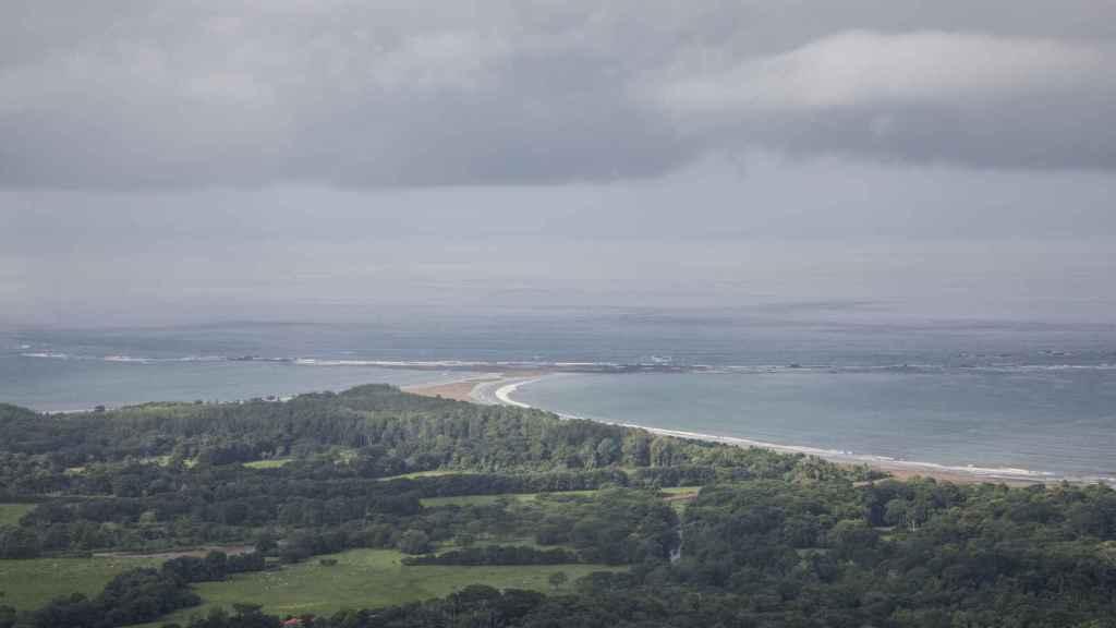 Punta Uvita, con forma de cola de ballena, es el lugar más característico del parque que se puede ver cuando la marea está baja.