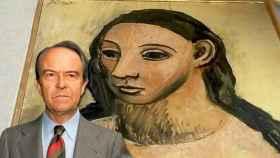 Jaime Botín, junto al cuadro que le ha costado sentarse en el banquillo