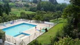 La piscina de la granja Palacio de la Bouza en la que falleció el niños de cinco años.