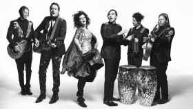 El grupo en una fotografía promocional.