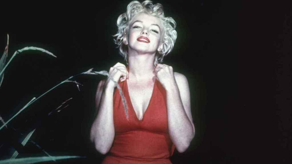 La actriz era fiel al escote en V y los labios rojos.  Foto: Getty Images.