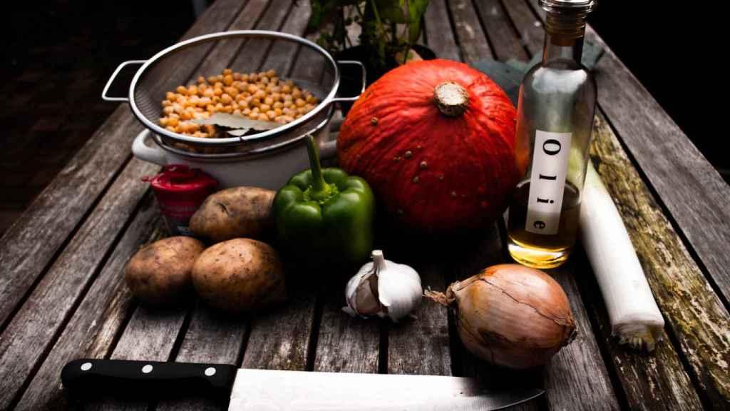 Legumbres, frutas, verduras o el aceite de oliva son algunos de los principales alimentos de la dieta mediterránea.