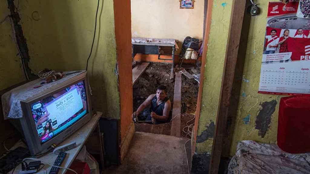 Túnel excavado debajo de su casa