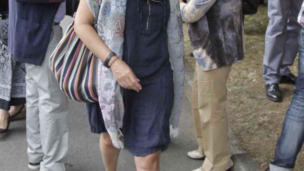 Sandra Ortega, durante el entierro de su madre en Oleiros, A Coruña, en 2013