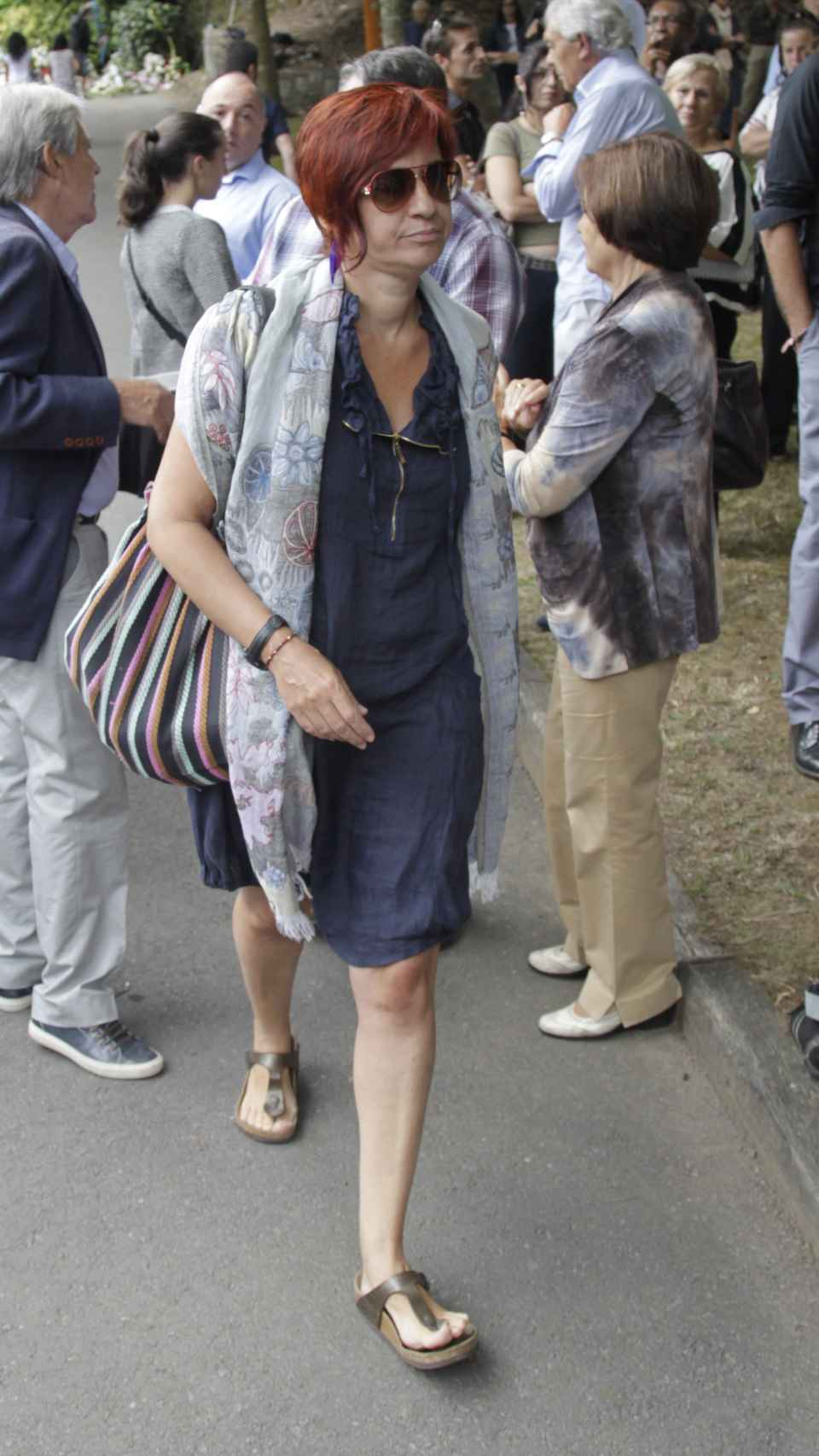 Sandra Ortega, durante el entierro de su madre en Oleiros, A Coruña, el