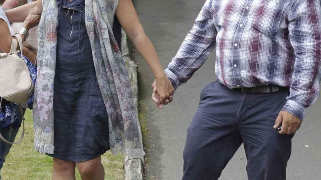 Sandra Ortega Mera junto a su marido Pablo Gómez, en el entierro de Rosalia, en 2013
