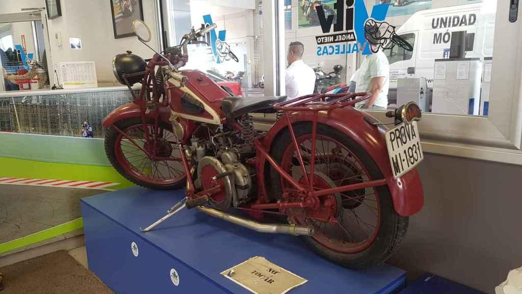 Una de las motocicletas de Ángel Nieto en la ITV de Vallecas