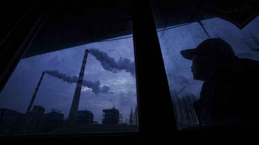 Las fábricas están pegadas a las aldeas y a los ríos.
