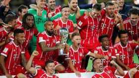 Los jugadores del Bayern celebran la Supercopa.