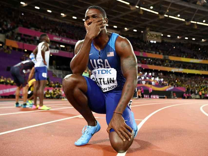 Justin Gatlin ganó la final de los 100 metros con un tiempo de 9.92 segundos.