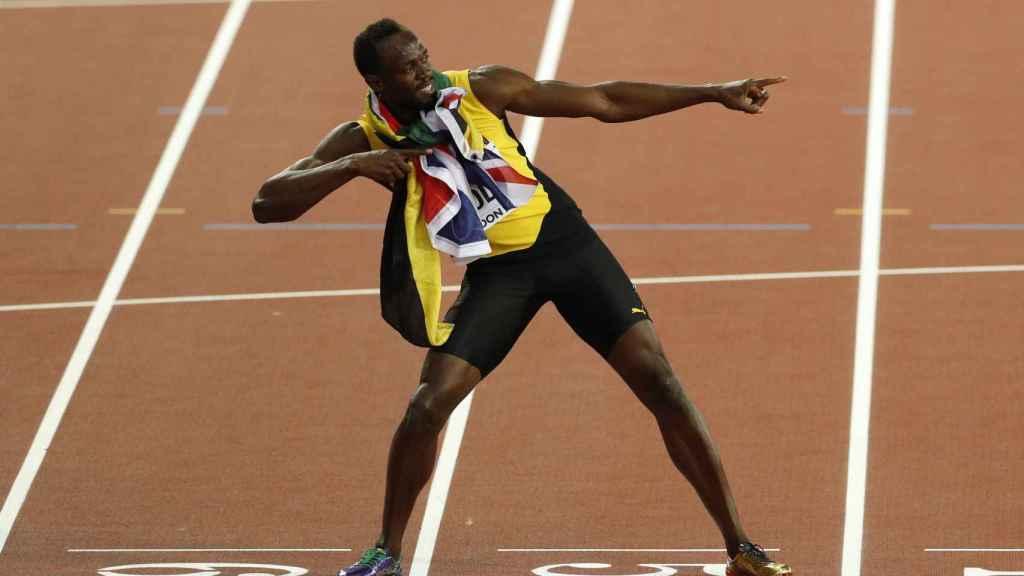 Bolt hace el arquero después de la final de los 100 metros.