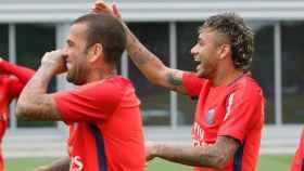 Neymar y Dani Alves en el PSG   Foto: Twitter (@PSG_inside)