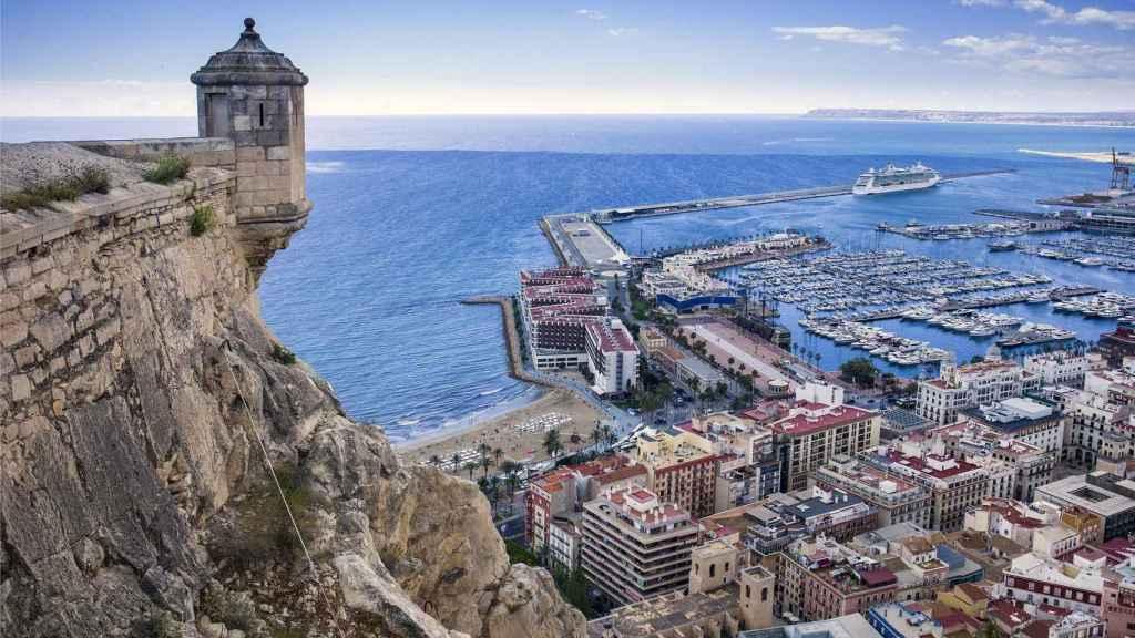Vista del castillo de Santa Bárbara, en Alicante.