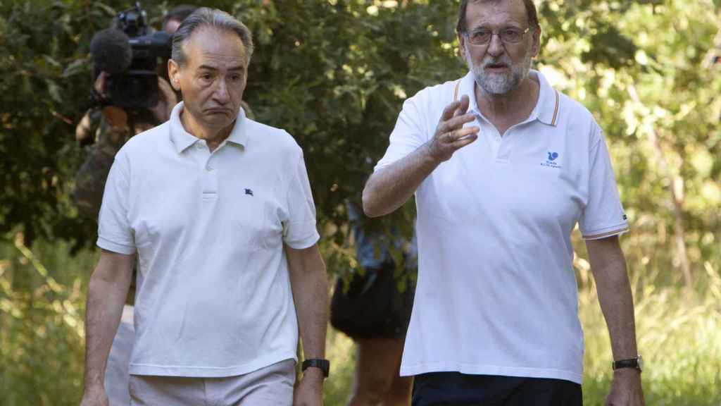 Mariano Rajoy y José Benito Suárez, durante uno de sus paseos matutinos.