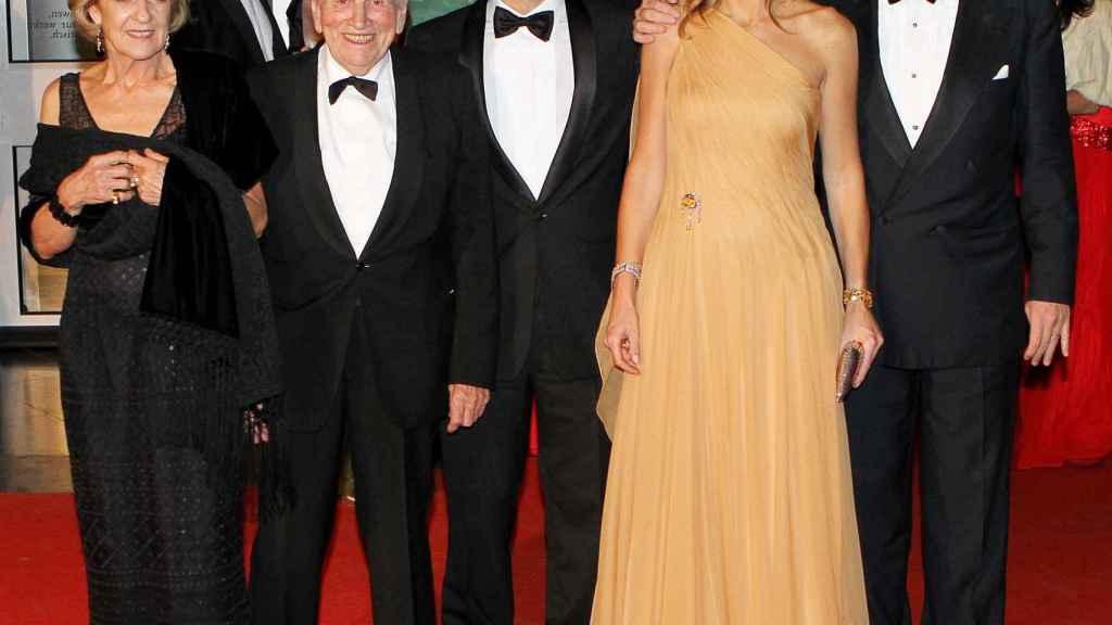 Los reyes de Holanda junto a los padres de Máxima, en 2011.