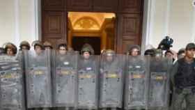 Efectivos de la GNB frente al Parlamento