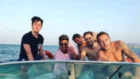 Francisco Nicolás y sus amigos a bordo de un barco en La Manga.