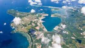 Vista aérea de la base naval de Guam