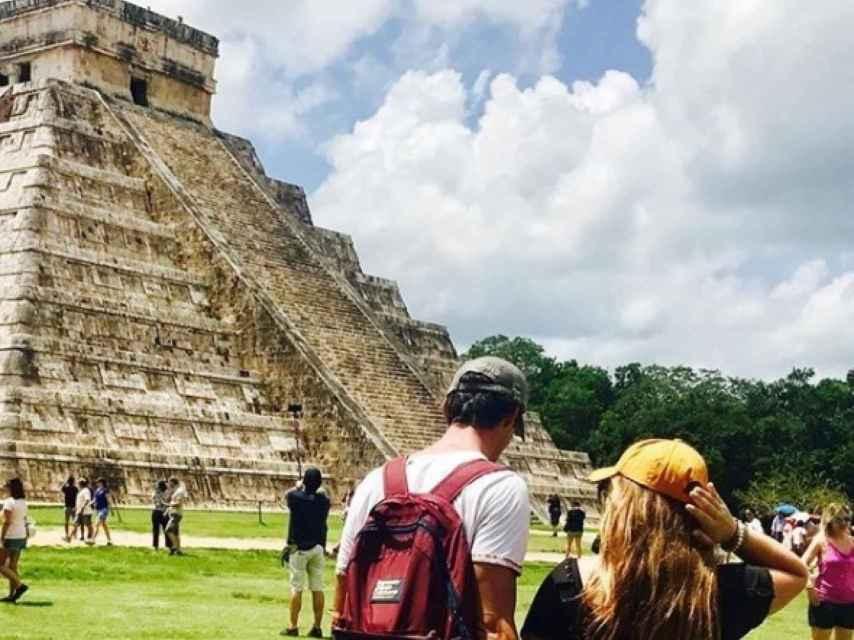 José Bono Jr. y su hermana Sofía pasean por Yucatán.
