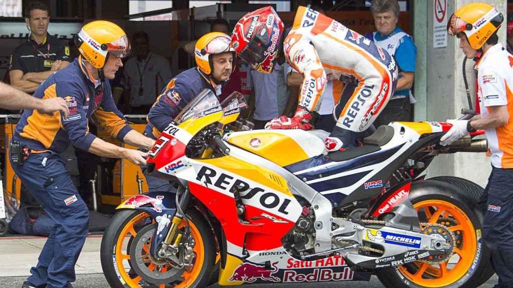 Marc Márquez cambia de moto en Brno.