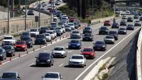 Retenciones de tráfico en las carreteras españolas durante el inicio del puente.