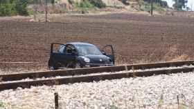 Un coche permanece en la escena de un tiroteo en Foggia (Italia).