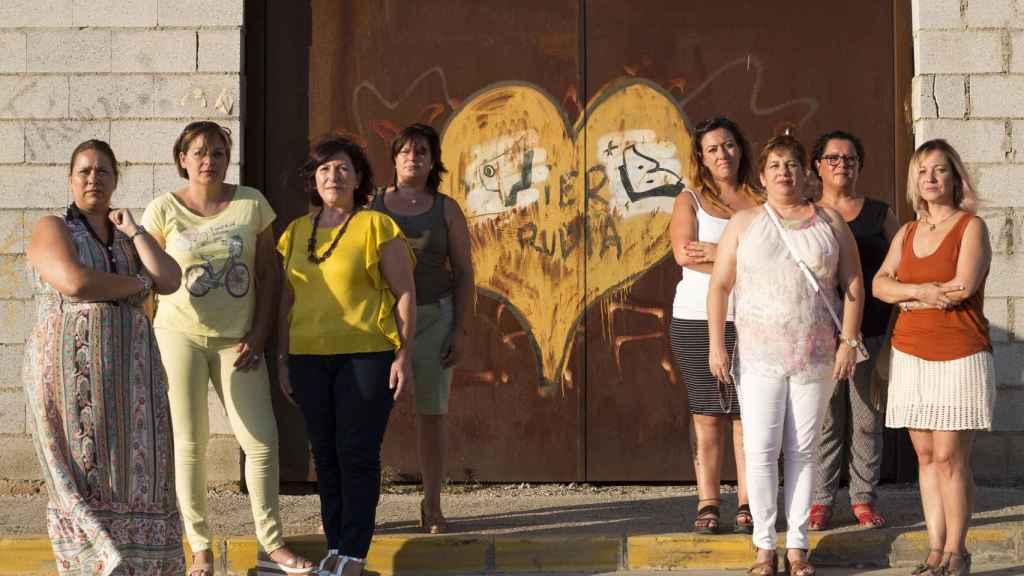 De izquierda a derecha Auxi, Mónica, Cati, Charo, Susana, Mariluz, Olga y Gema, algunas de las afectadas por el implante de Essure.