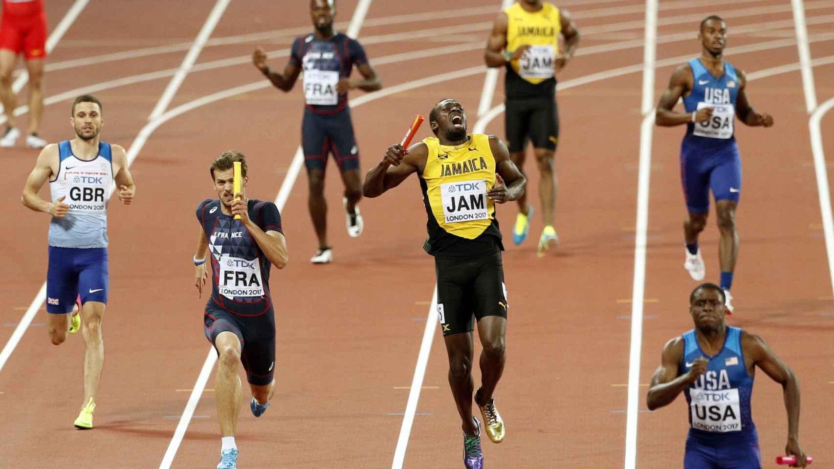 Usain Bolt en el momento de su lesión en la final del 4x100.