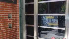 Foto 2.- Entrada al edificio