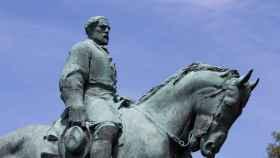 Estatua del general Robert Edward Lee en Charlottesville, Virginia.