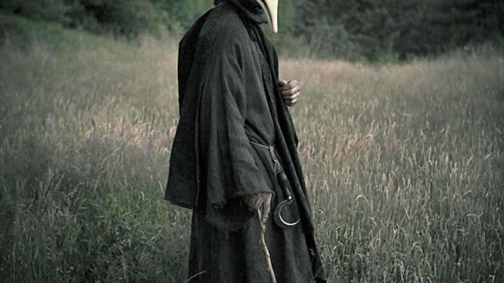 Médico con máscara para evitar el contagio