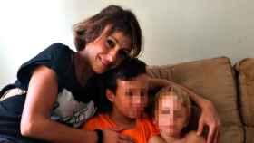 Imagen de Juana Rivas junto a sus hijos de 3 y 11 años.