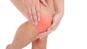 Una mujer sufre una fractura.
