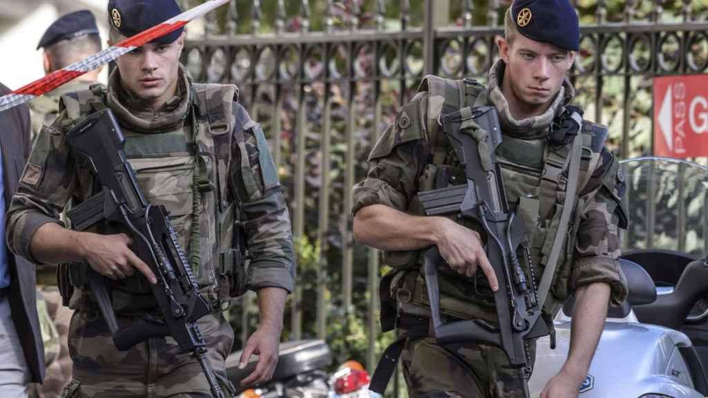 El terrorista atropelló a un grupo de militares en las inmediaciones de París.
